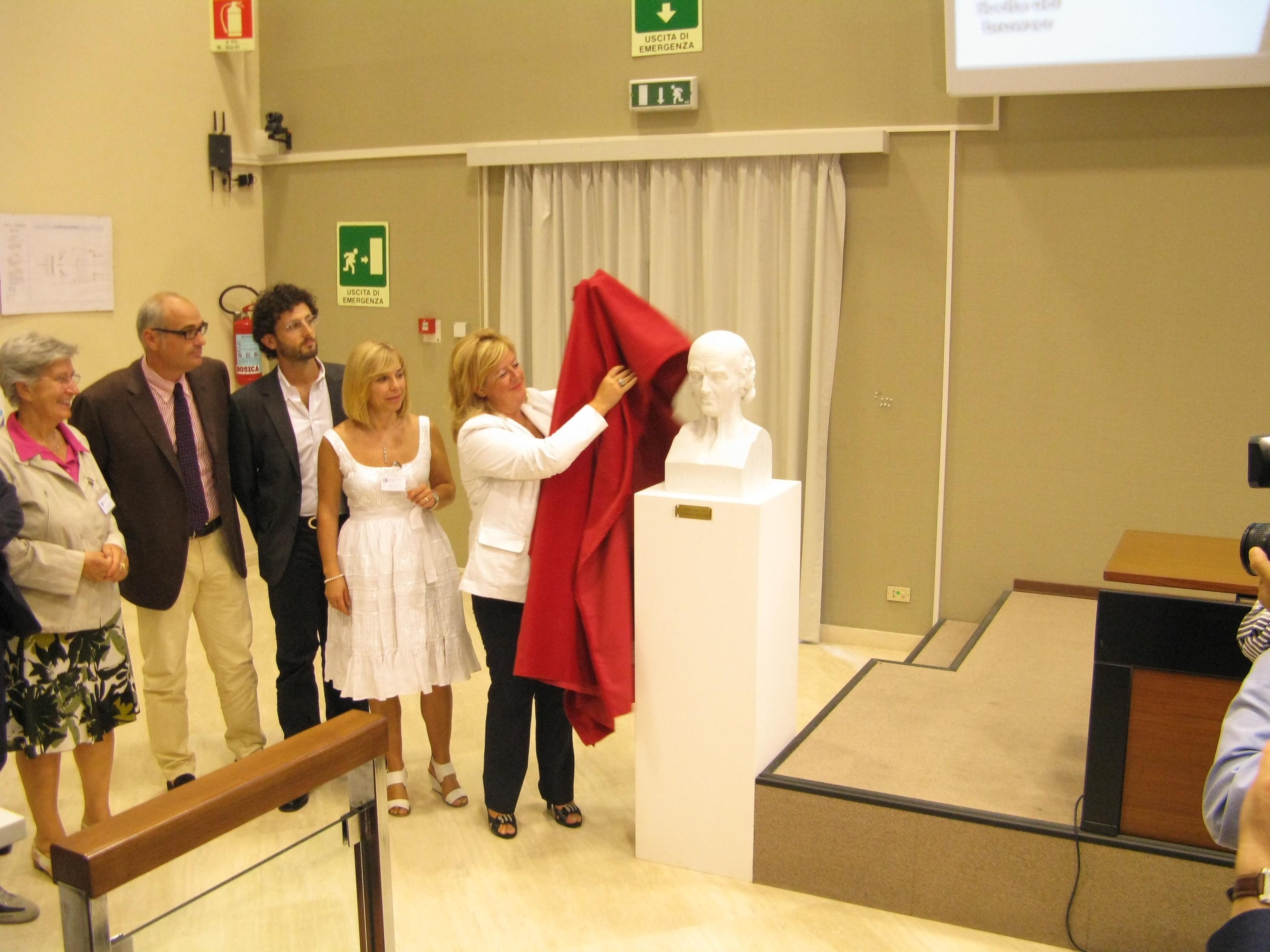 2011-busto-di-hahnemann-donato-alla-fiamo-laquila-2011